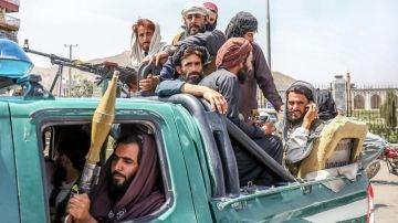 Quiénes son los talibanes y por qué preocupan tanto sus planes con las mujeres de Afganistán
