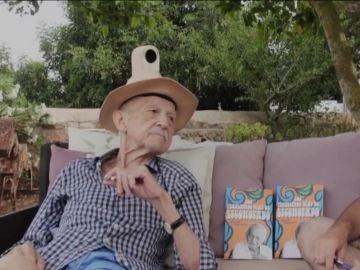 """Antonio Escohotado con Ricardo F. Colmenero, autor de 'Los penúltimos días de Escohotado"""""""