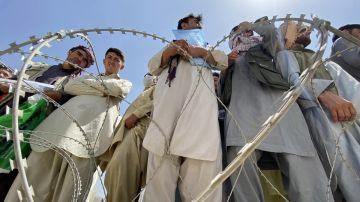 Estados Unidos negocia con los talibanes un corredor al aeropuerto para los civiles que quieran salir de Afganistán