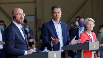 El presidente del Gobierno, Pedro Sánchez; la presidenta de la Comisión Europea (CE), Ursula von der Leyen, y el presidente del Consejo Europeo, Charles Michel