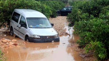 La fuerte tromba de agua que ha descargado enIniesta (Cuenca) ha obligado a desalojar a varios vecinos.