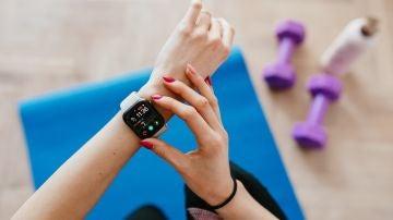 Los mejores relojes para hacer deporte después de verano, según la OCU