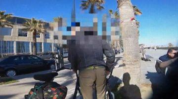 La trampa para cazar a ladrones de bicicletas que creó un youtuber en Barcelona