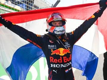 Max Verstappen gana en casa