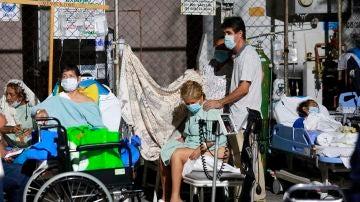 Los pacientes de un hospital tuvieron que ser evacuados por el terremoto