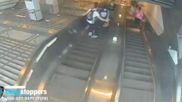 VIDEO | Se busca al autor de esta brutal patada a una mujer en el metro de Nueva York