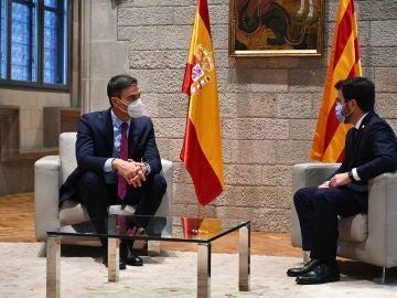 El presidente del Gobierno, Pedro Sánchez, durante su reunión con el presidente de la Generalitat, Pere Aragonès, en Barcelona.