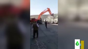 Un trabajador destroza todas las excavadoras de su empresa con una excavadora tras no recibir su salario