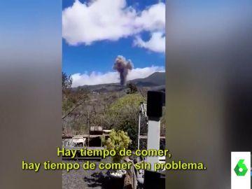 """""""Hay tiempo de comer sin problemas"""": los virales de la erupción del volcán en La Palma que arrasan en redes"""