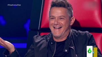 La sorpresa de Alejandro Sanz al reconocer la voz de una cantante de su gira en el estreno de La Voz