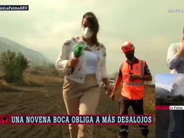 Así tuvo que salir corriendo una reportera de laSexta en directo con una nueva boca del volcán