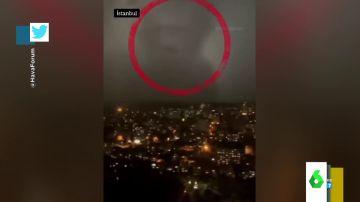 ¿Es Voldemort el que se 'esconde' tras estas nubes? Las imágenes de la tormenta en Estambul que se han hecho virales