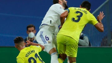Posible penalti de Albiol a Nacho