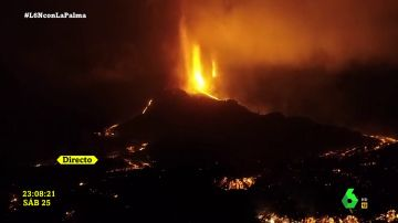 Las impactantes imágenes nocturnas del volcán de La Palma a vista de pájaro