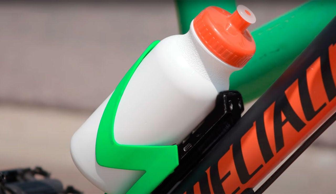 Este portabidones con GPS protege tu bici de los ladrones