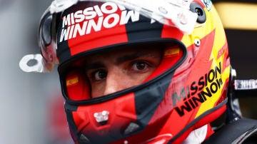 Carlos Sainz, bajo el casco