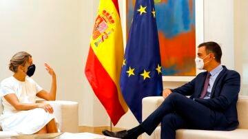 Pedro Sánchez y Yolanda Díaz durante la reunión