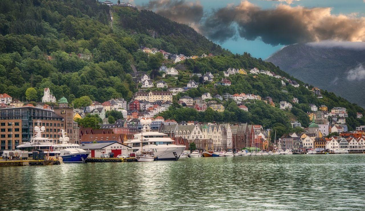 Bergen, una ciudad entre 7 montañas en la que llueve más de 200 días al año