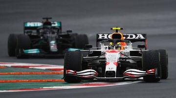 Sergio Pérez y Lewis Hamilton