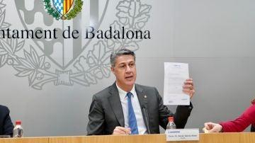 El alcalde de Badalona, Xavier García Albiol, en una rueda de prensa del Ayuntamiento.