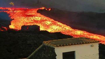 "Graban un ""tsunami de lava"" saliendo del volcán de La Palma"