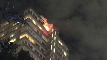 Imagen de la vivienda en llamas