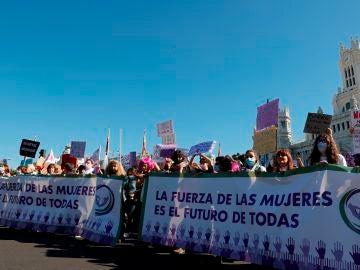 Manifestación en Madrid contra la explotación sexual, los vientres de alquiler y la Ley Trans