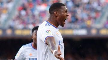Alaba celebra un gol con el Real Madrid