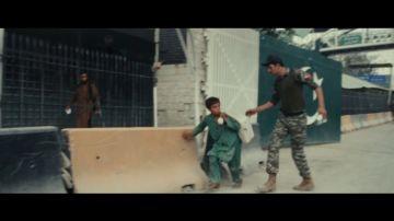 Las impactantes imágenes de cómo los talibanes tratan a los niños y niñas: así les dan con una vara mientras corren