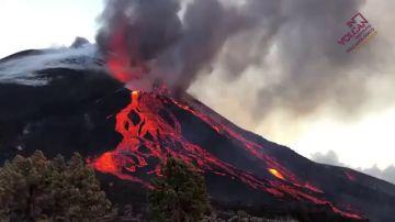 Vídeo | El momento en el que el cono del volcán de La Palma se rompe y la lava se desborda