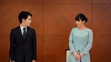 La ya exprincesa Mako y su esposo, Kei Komuro