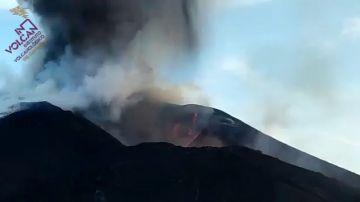 El volcán de La Palma colapsa sobre sí mismo y la fuente de lava alcanza una altura de 600 metros